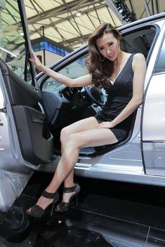 2011上海车展美腿车模_1