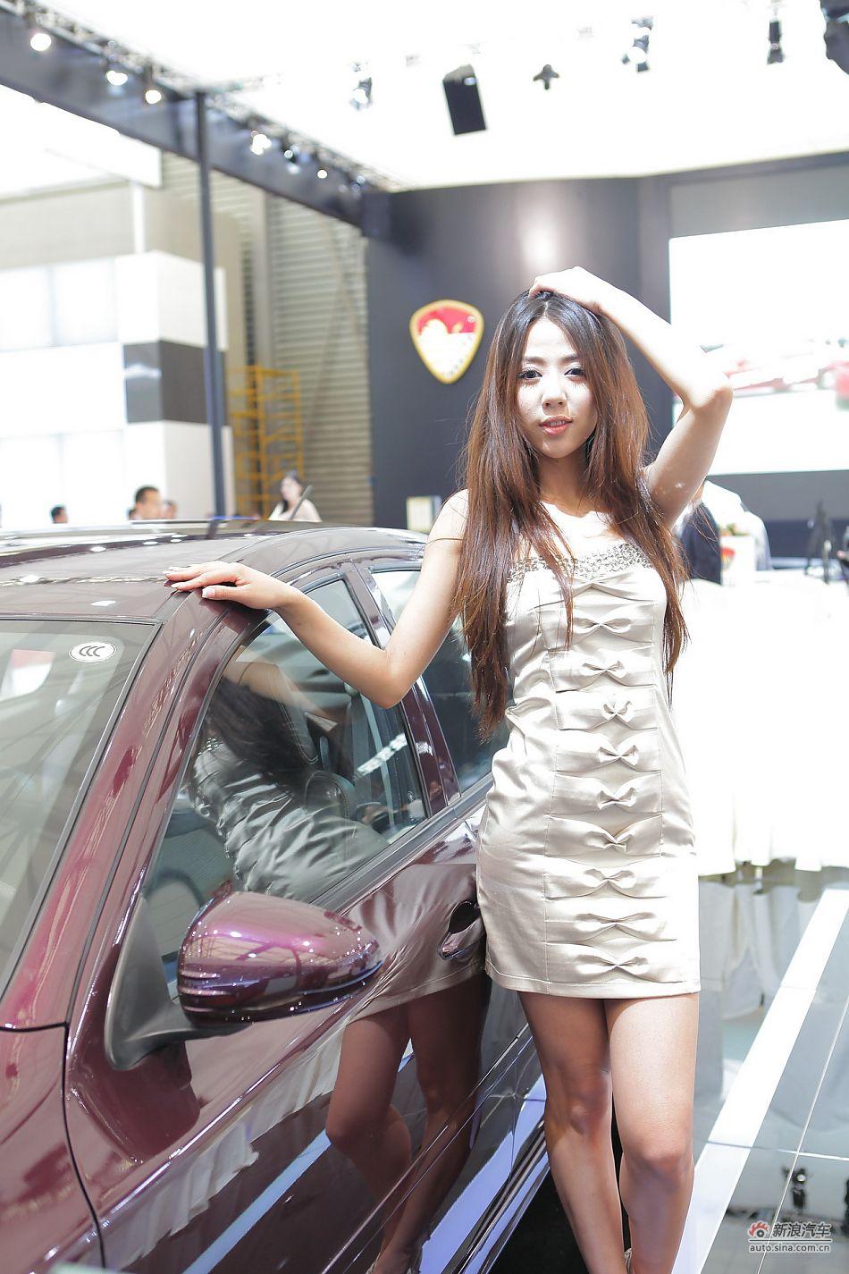 莲花汽车展台2号模特