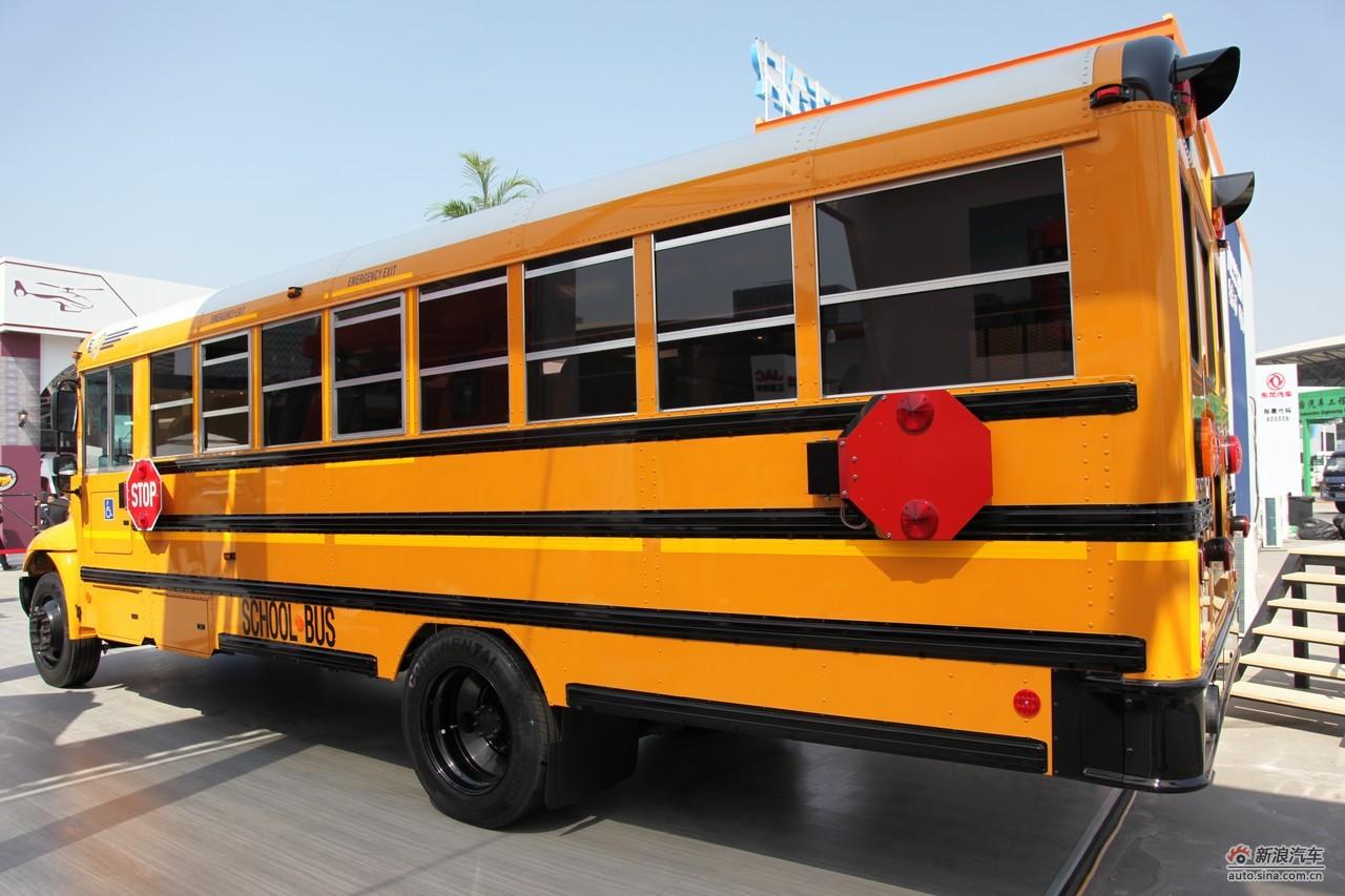 图片说明:2011年04月19日至28日,第十四届上海国际车展以全新的境界和面貌在上海浦东新国际博览中心举行。本届车展吸引参展车型共1100辆,其中新能源汽车共计86辆,跨国公司的全球首发车19辆,国内车企的全球首发车辆达56辆,整体全球首发车数量为75辆。本图为:纳威司达校车2011-04-20 20:12:04
