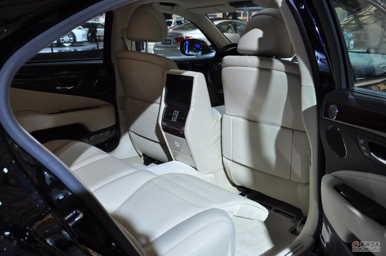 为:雷克萨斯展台的ls600混合动力车型.2011-04-19 20:58:03高清图片