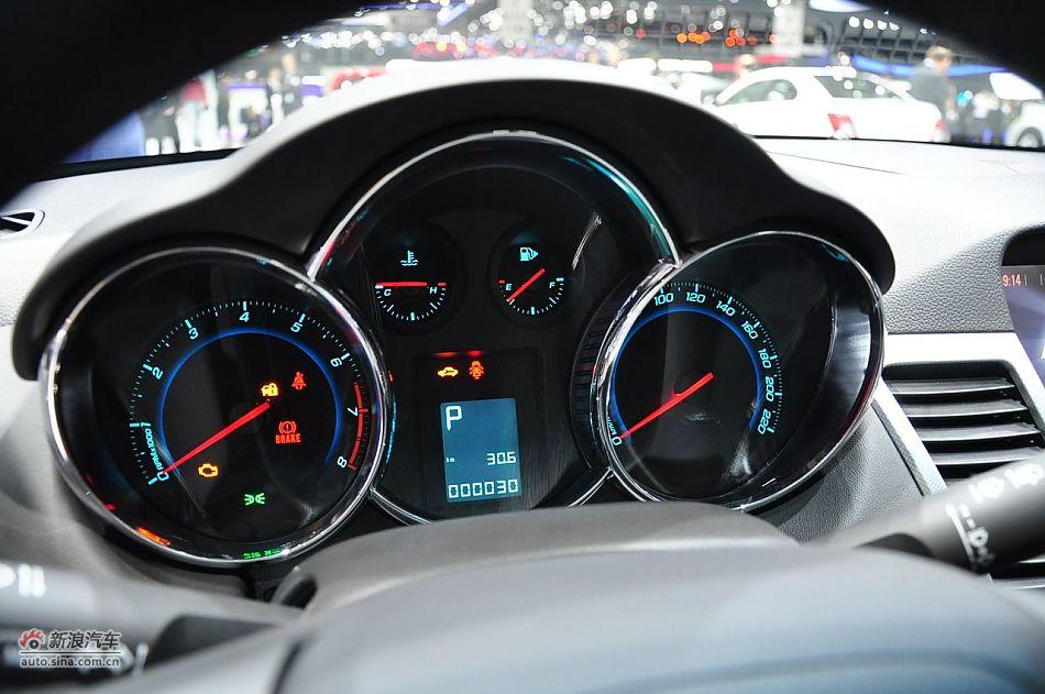 图片说明:2012年3月6日,第82届日内瓦车展开幕。本次车展共有260家参展商参展,其中包括来自全球的30家主流汽车制造商,全球或欧洲首发车型将多达180款。图为:科鲁兹两厢 2012-03-06 17:53:04