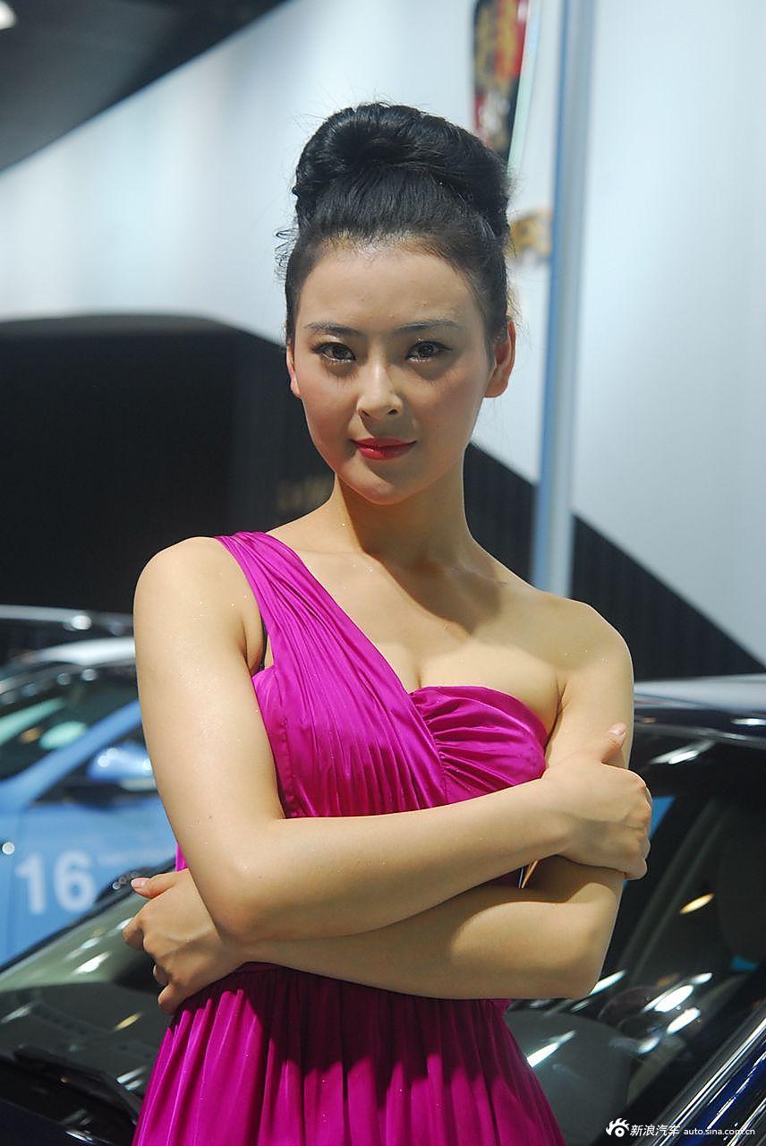 荣威展台5号模特