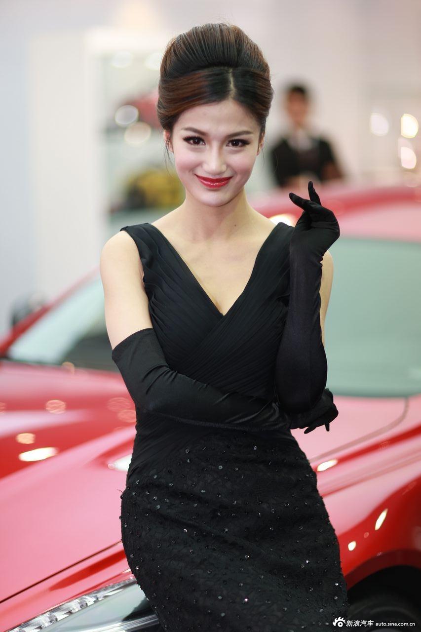2013上海国际车展车模欣赏17 阿斯顿马丁汽车车模全图 全高清图片