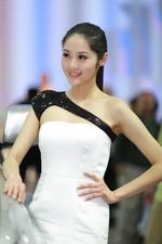 2013上海车展清纯玉女车模_1