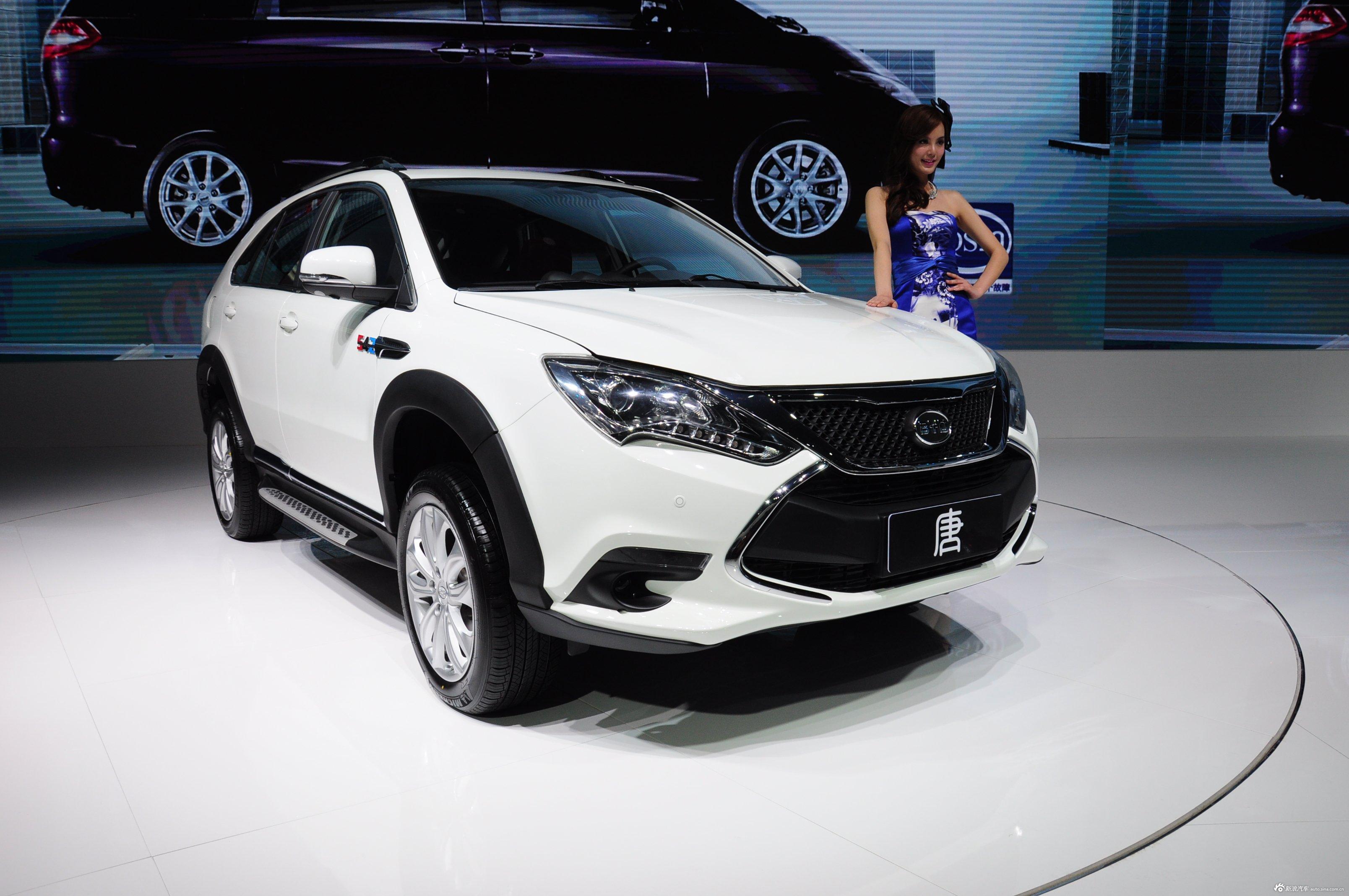 2014(第十三届)北京国际汽车展览会于4月21日至29日在中国国际展览中心新馆(天竺)正式向观众开放,本届车展全球跨国汽车公司悉数到场,室内展馆17个加上室外展场总面积达23万平方米。图为:2014款比亚迪唐