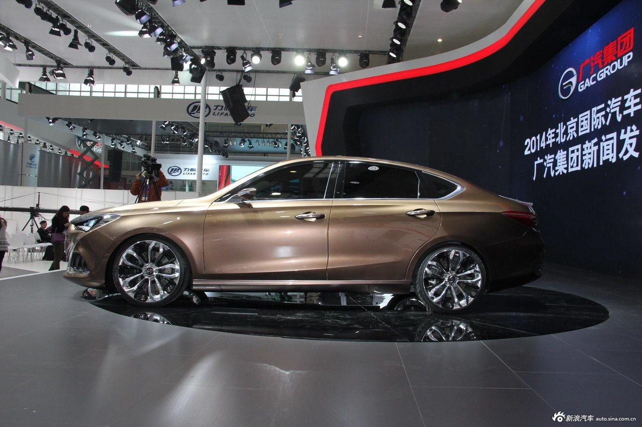 2014(第十三届)北京国际汽车展览会于4月21日至29日在中国国际展览中心新馆(天竺)正式向观众开放,本届车展全球跨国汽车公司悉数到场,室内展馆17个加上室外展场总面积达23万平方米。图为:2014款传祺GA6