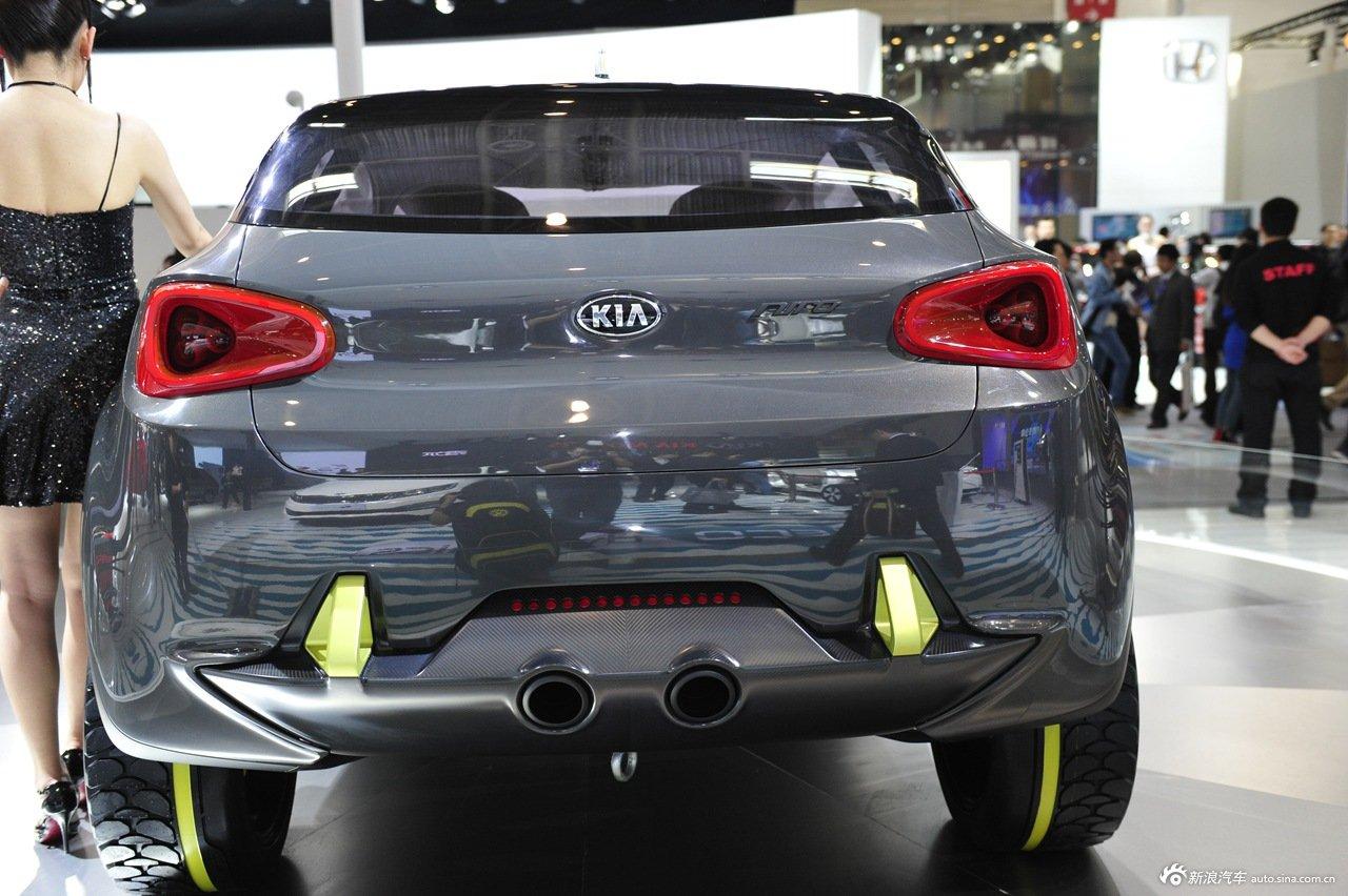 2014(第十三届)北京国际汽车展览会于4月21日至29日在中国国际展览中心新馆(天竺)正式向观众开放,本届车展全球跨国汽车公司悉数到场,室内展馆17个加上室外展场总面积达23万平方米。图为:2014款起亚Niro概念车