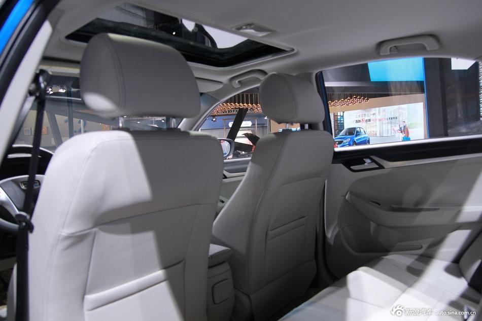 2014年第12届广州国际车展 图为:吉利2015款远景