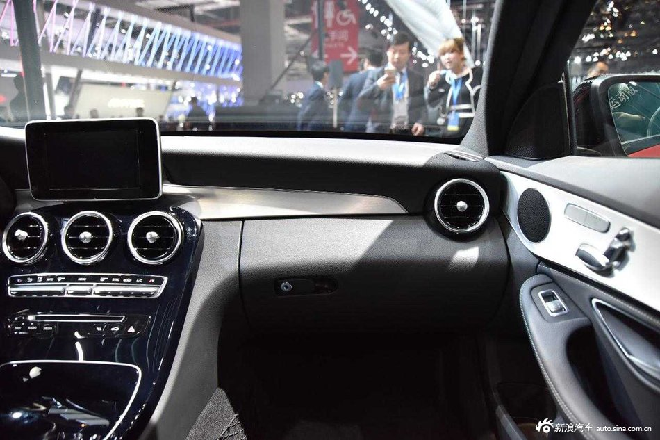 2015上海汽车:奔驰c200_奔驰c级车展_图片图库_新浪传祺gs4发动机怎么样啊图片