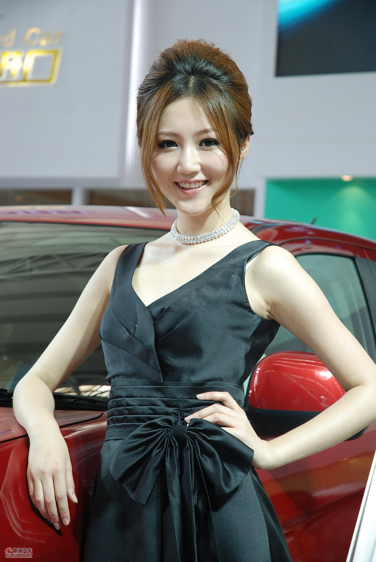 哈尔滨车展美女模特图
