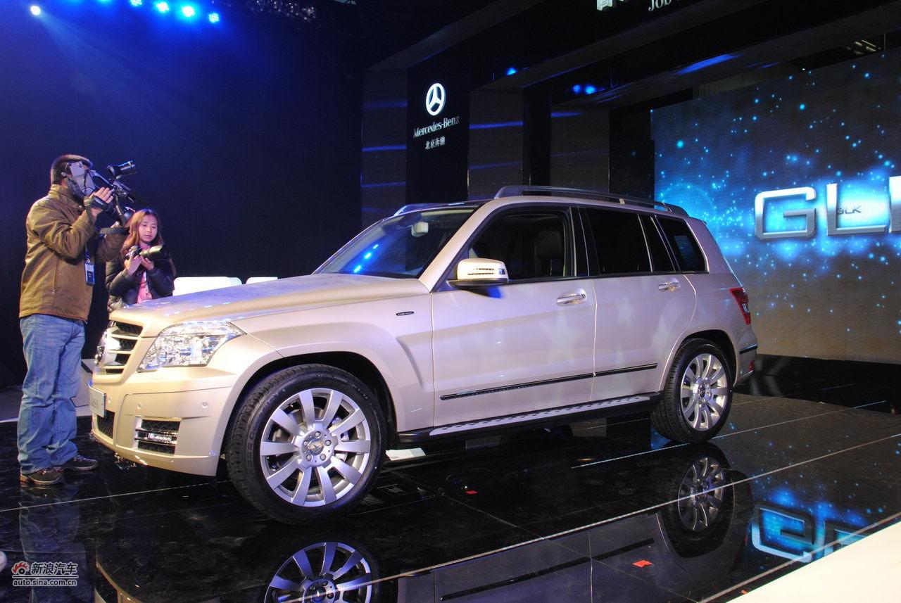 12月2日,国产奔驰GLK在北京奔驰汽车有限公司一工厂正式下线。据悉,北京奔驰GLK将在明年初上市。图为国产奔驰GLK亮相。
