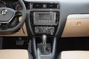 2015款速腾230TSI自动舒适型