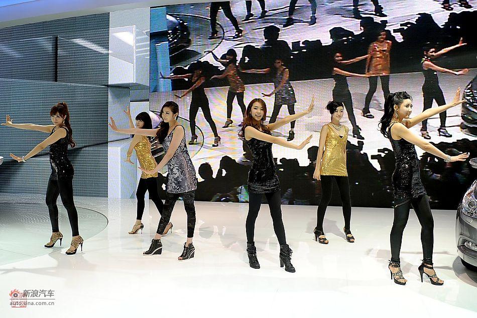 上海车展现代展台韩国MM甜美热舞
