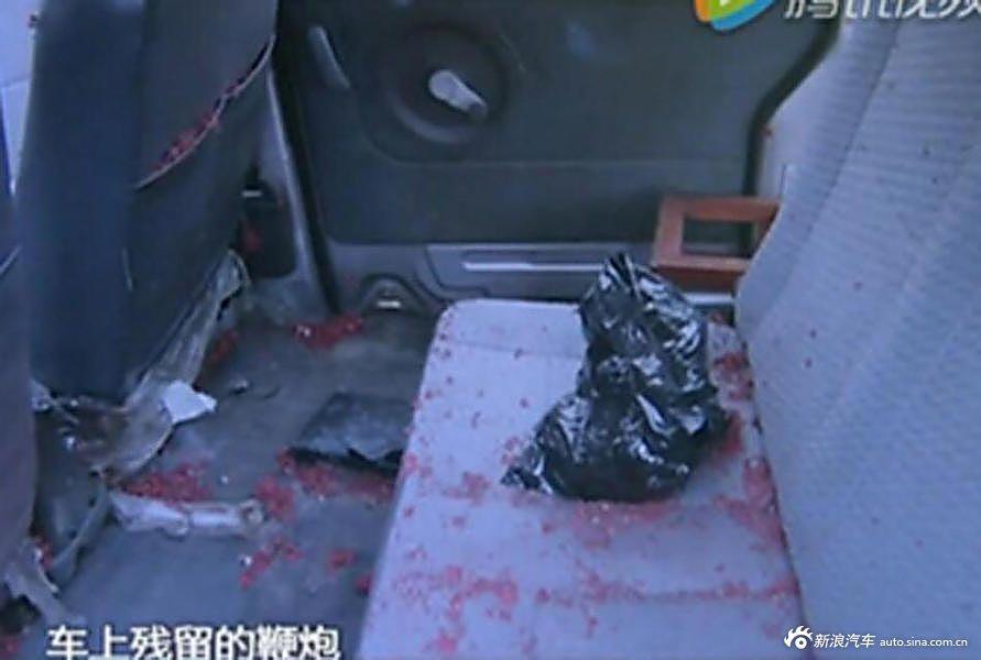 迎亲车内鞭炮被引爆 男子跳车后死亡
