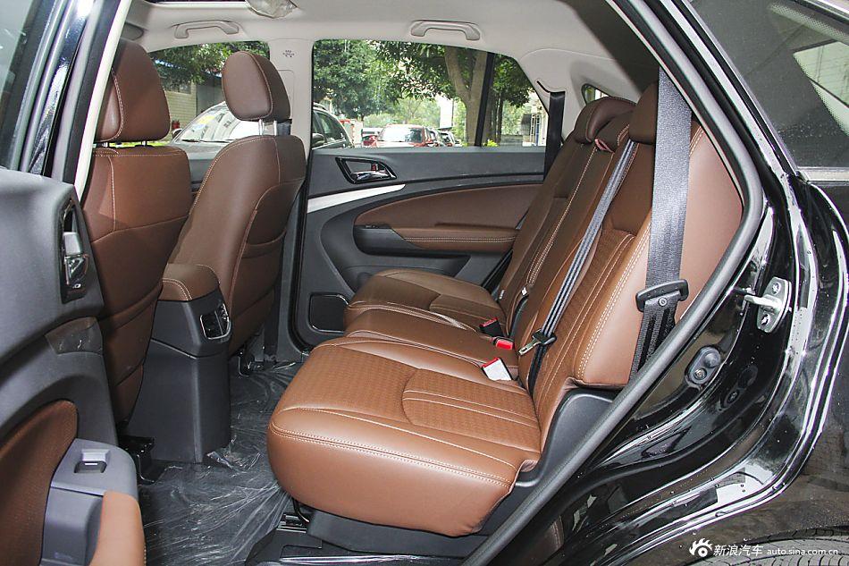 2015款比亚迪S7升级版2.0T自动尊贵型