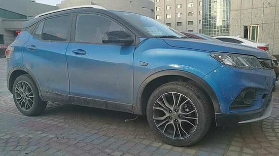 多连杆后悬架,东南汽车DX3小型SUV曝光 手机新浪汽车高清图片