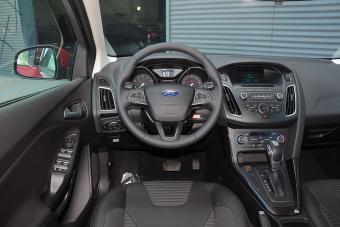2015款福克斯两厢1.6L自动风尚型