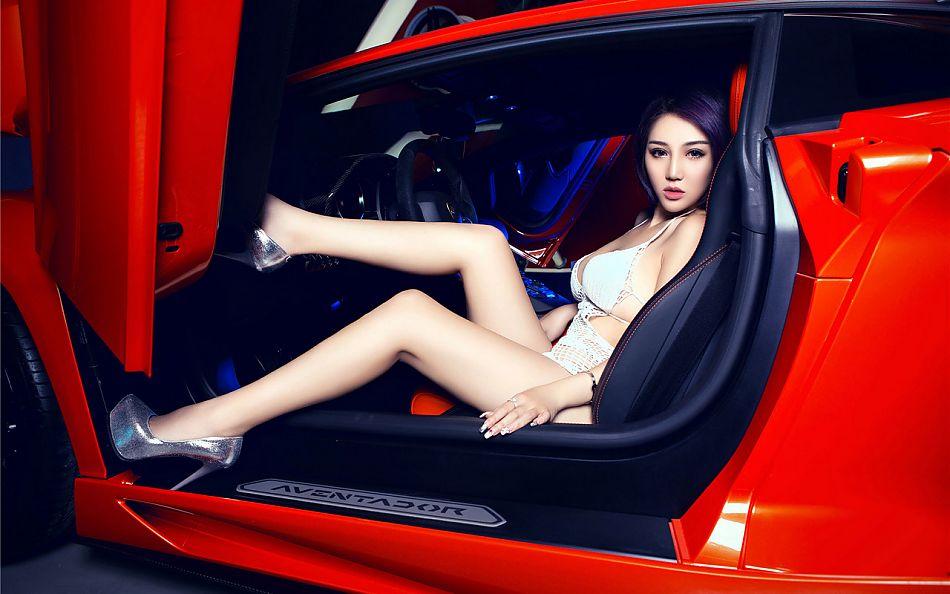 高颜值大长腿!美女比车有看点.33