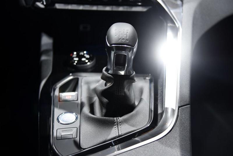巴黎车展:标致全新5008发布