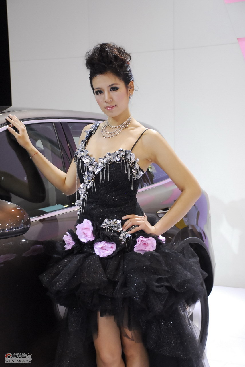 2011青岛国际车展模特高清图(32/195)