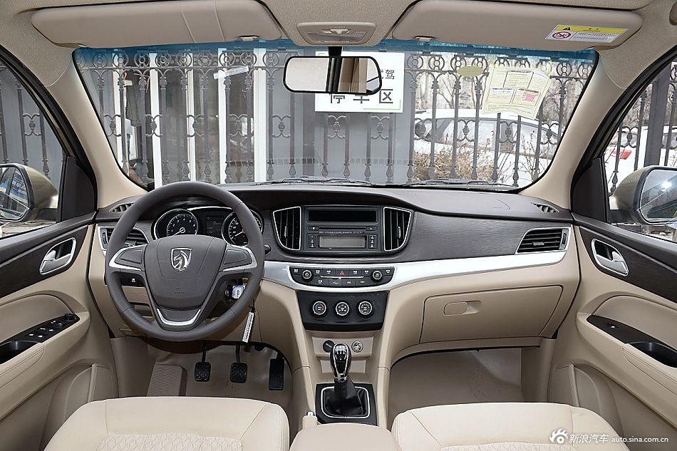 2016款宝骏730 1.5L手动标准版5座