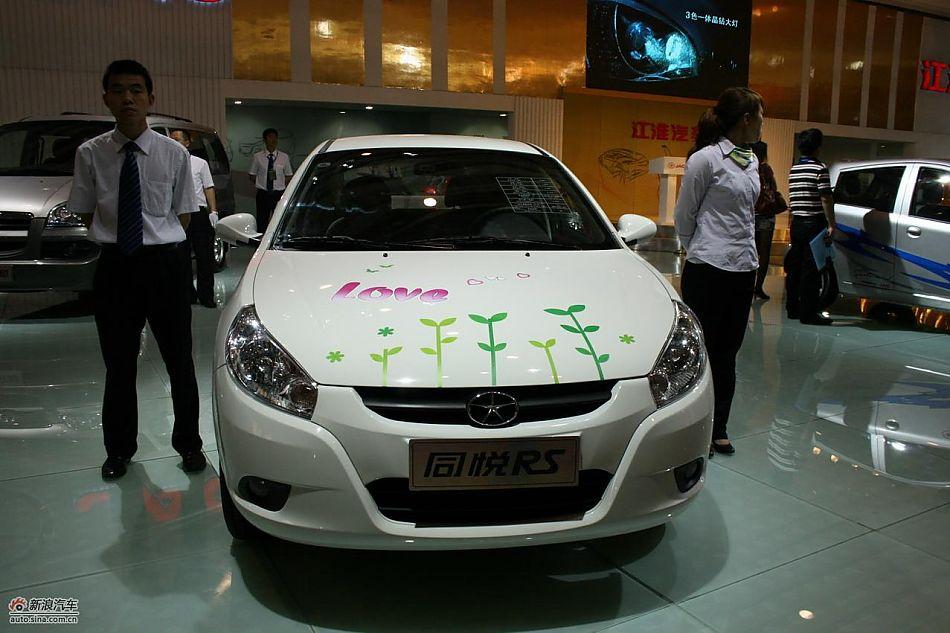新浪汽车讯 2010年全国值得期待的汽车界盛大活动之一第九届青岛国际汽车工业展览会(简称:2010青岛国际车展),2010年5月20日至24日在青岛国际会展中心隆重举行。始于2002年的青岛国际车展,已经成为中国五大国际车展之一,是长江以北最大的国际汽车盛会,也是青岛最重大的节庆活动之一,被业界誉为引领北方车市的风向标。青岛国际车展的发展也成就了其高度、规模与品牌,逐渐成为以乘用车、商用车、房车、汽车配件与汽车用品展示、交易为一体的中国汽车业界颇具影响力的专业品牌展会。