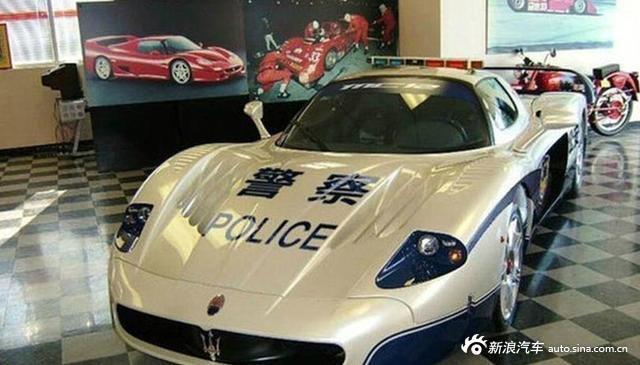 警察也有很多超级跑车和豪华SUV!