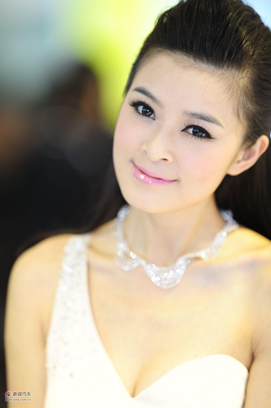 2011上海车展车模美女高清第一辑_5243637_触摸美女3图片