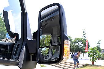 2016款东风御风国五车型商务用车