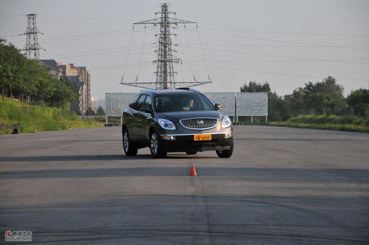 2010款别克昂科雷3.6L旗舰版:试车动态实拍