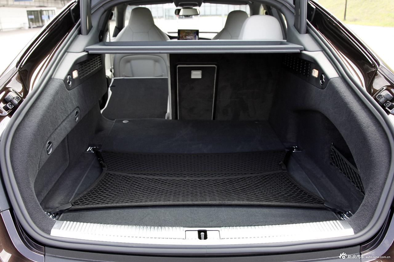 2013款奥迪S7后备箱