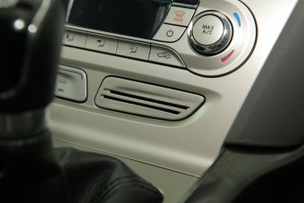 2012款福克斯两厢1.6L手动风尚型