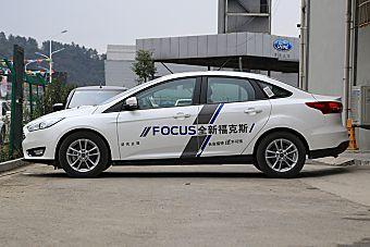 2015款福克斯三厢1.0T自动超能风尚型