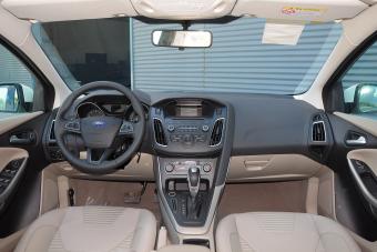2015款福克斯三厢1.6L自动风尚型
