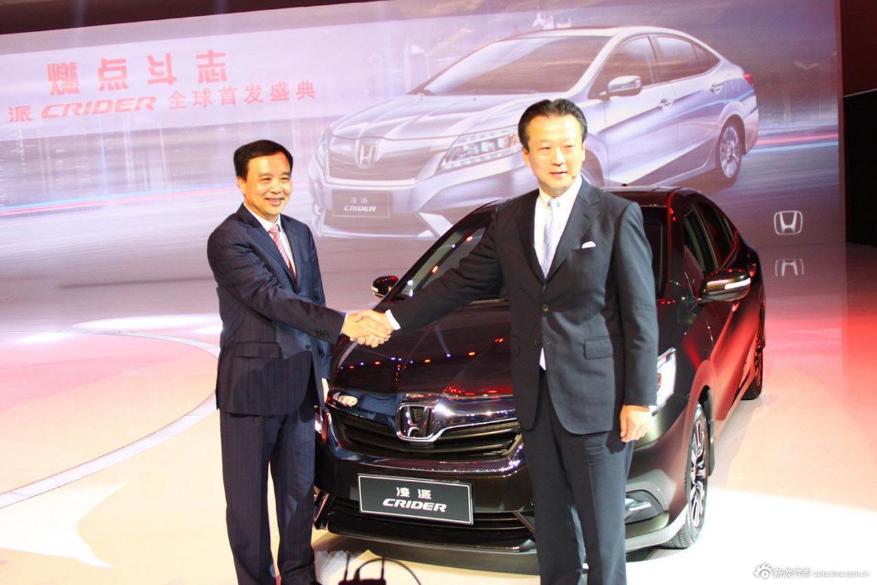 2018-10-18,广汽本田旗下全新中级车型-凌派正式上市。图片为:领导合影留念。