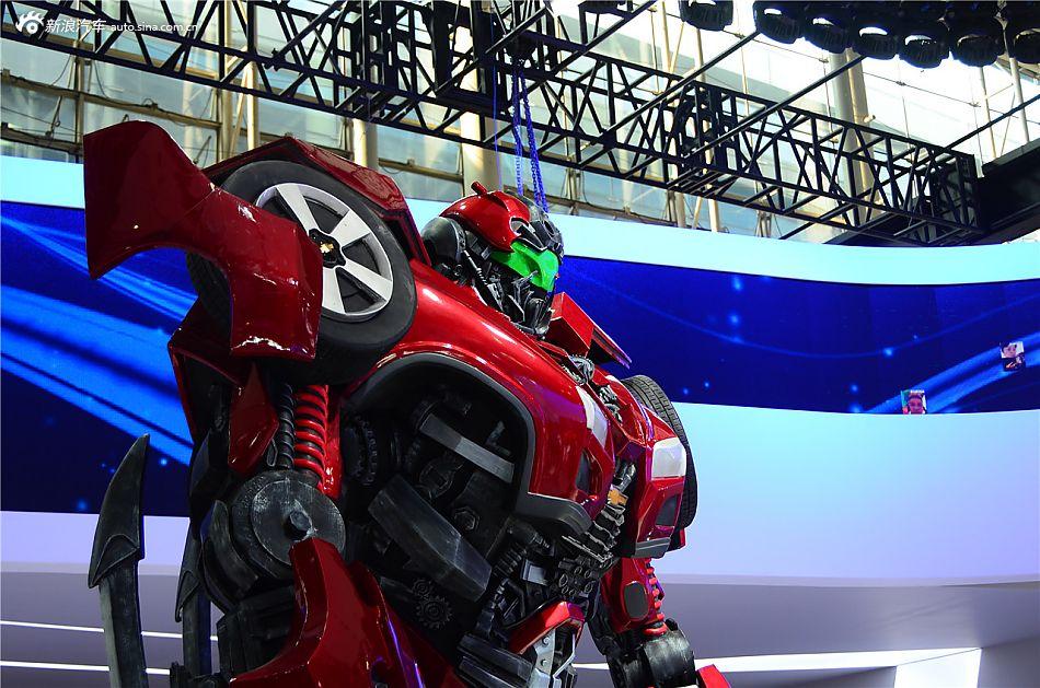 变形金刚新生代机器人亮相广州车展