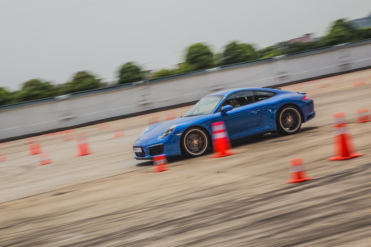 缔造性能与实用新高度 保时捷新款911 Carrera