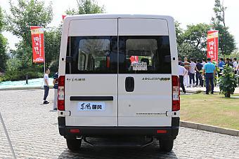 2016款东风御风国五车型物流用车