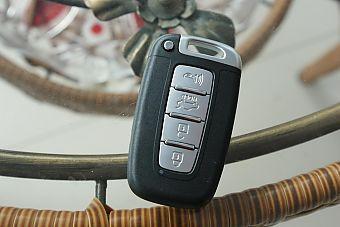 2013款起亚K5混动版