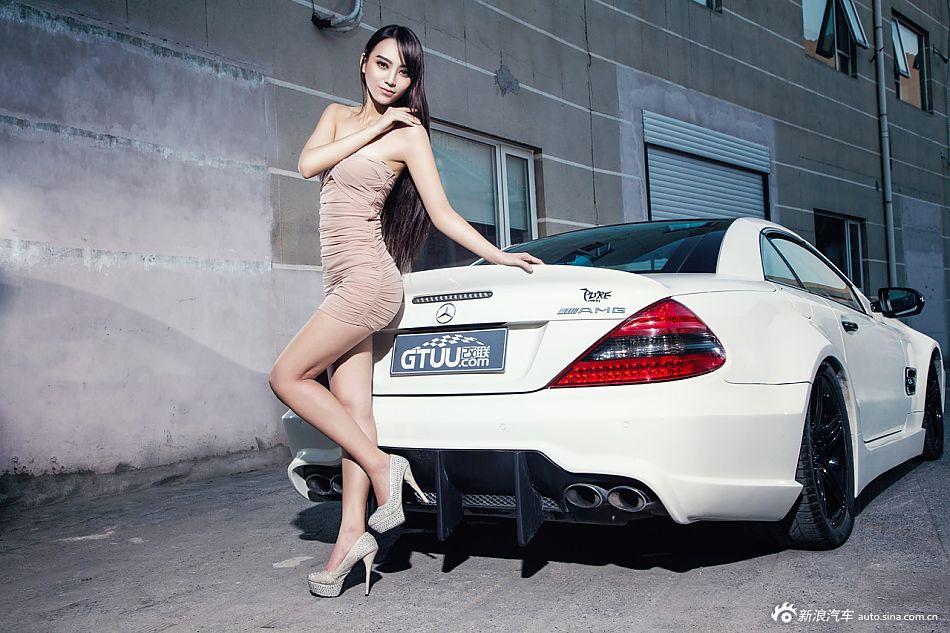 清纯靓丽车模秀美长发俘获改装豪车