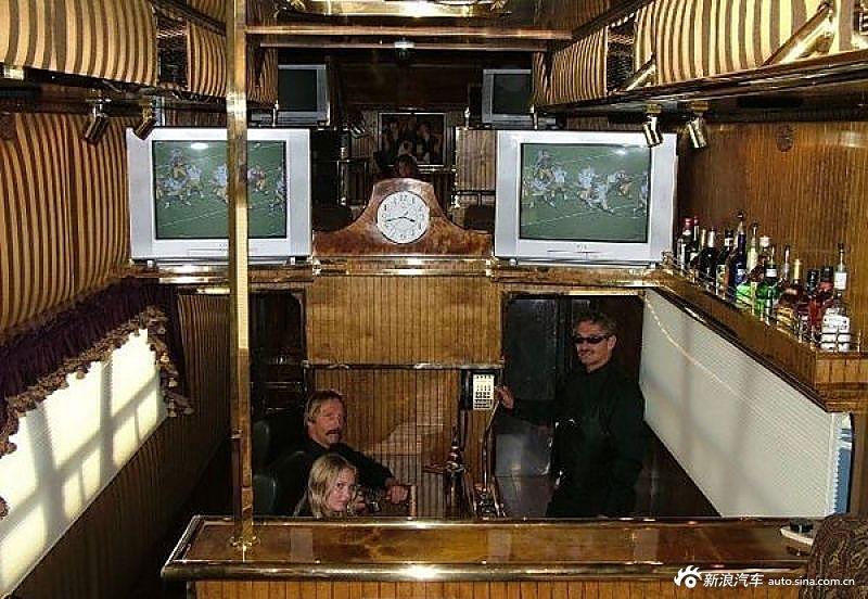 吓尿了!史上最豪华房车可容40人派对