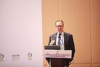 海拉集团电子事业部管理董事会成员;海拉中国电子事业部执行副总裁弗兰克.白峰