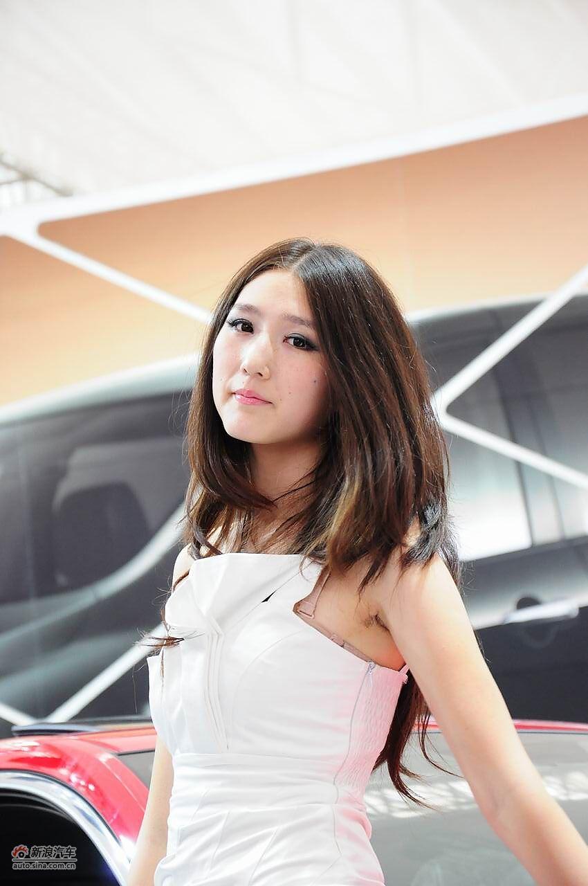 2011哈尔滨国际车展美女模特图