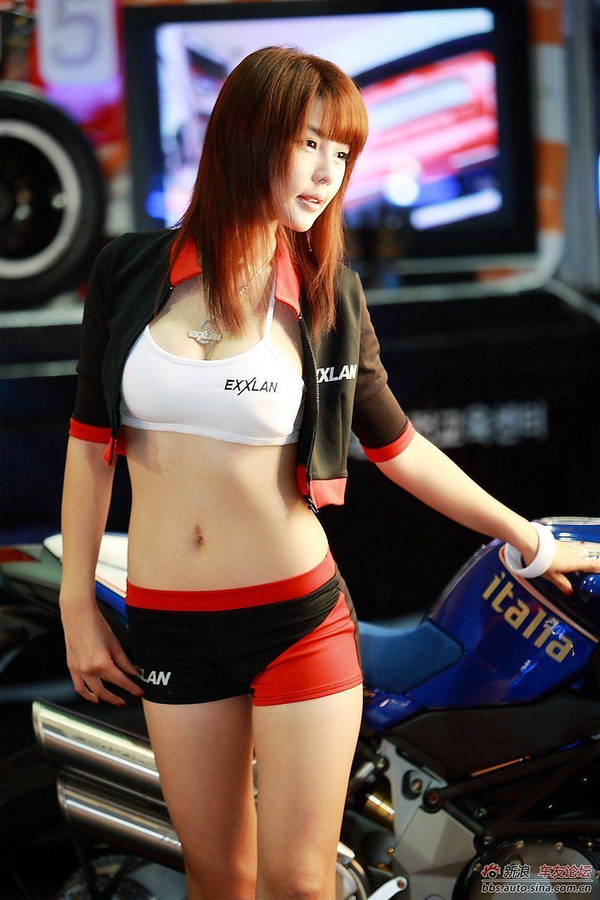 韩国三大车模之清丽性感李智友