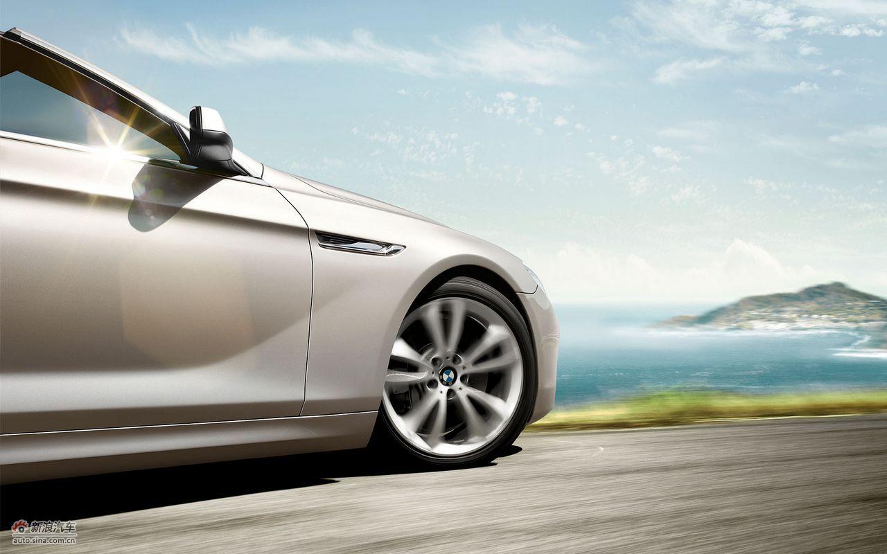 全新BMW 6系敞篷轿跑车拥有运动风格的驾驶乐趣、奢华的内饰科技享受和光彩夺目的外观。在独特的高级敞篷轿跑车市场中,2+2座椅配置搭配高效发动机、最先进的底盘技术和最具创新性的舒适度、娱乐性和安全性等特点,成为其所在细分市场中的典范。(图为:宝马6系敞篷版官方资料图)