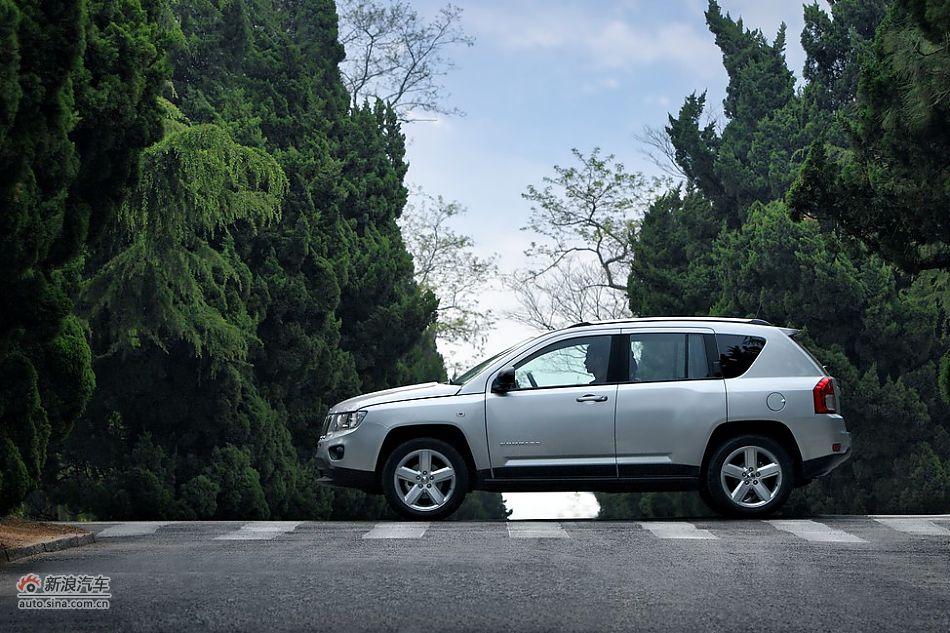 明:2011款jeep compass指南者车身细节2011-05-26 11:46:13高清图片