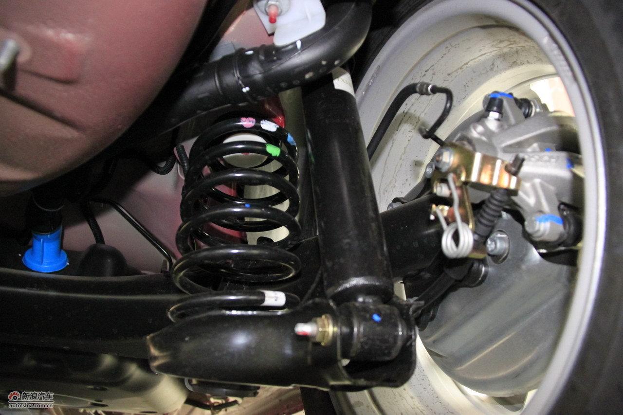 2012款东风标致308三厢2.0l手动风尚版引擎底盘