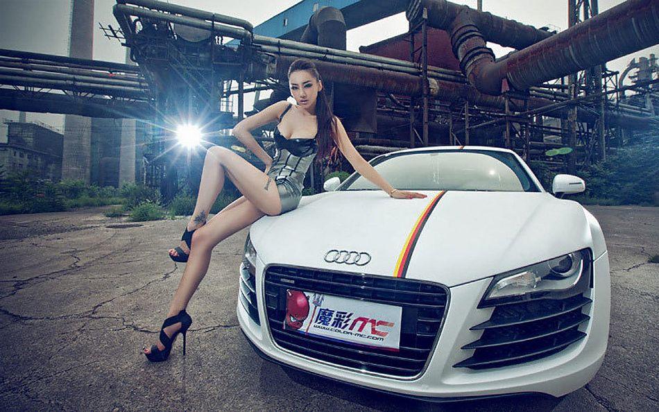 奥迪R8性感美女图库_22609182_汽车车模美女看风景图片图片
