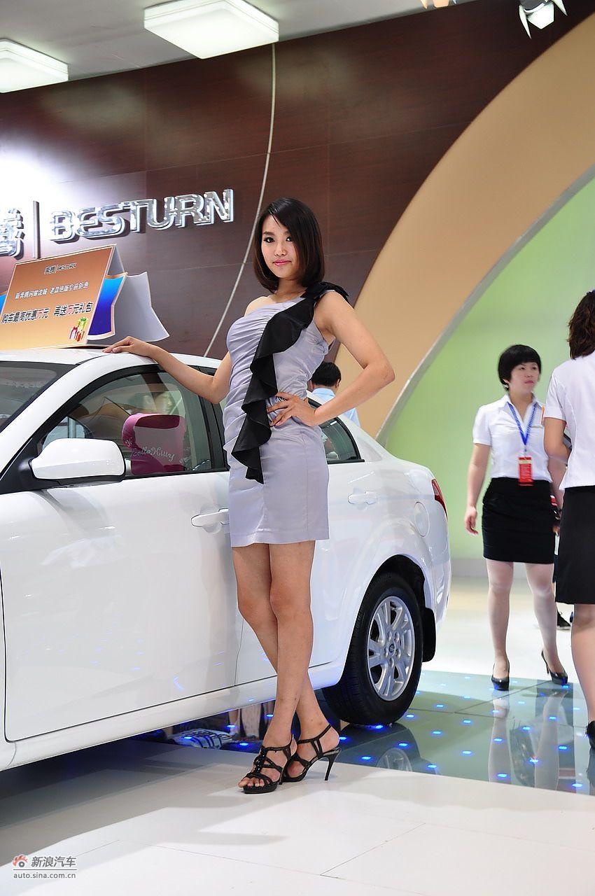 2011沈阳国际车展美女车模图片