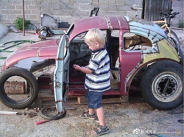 子参赛改装破旧甲壳虫汽车高清图片